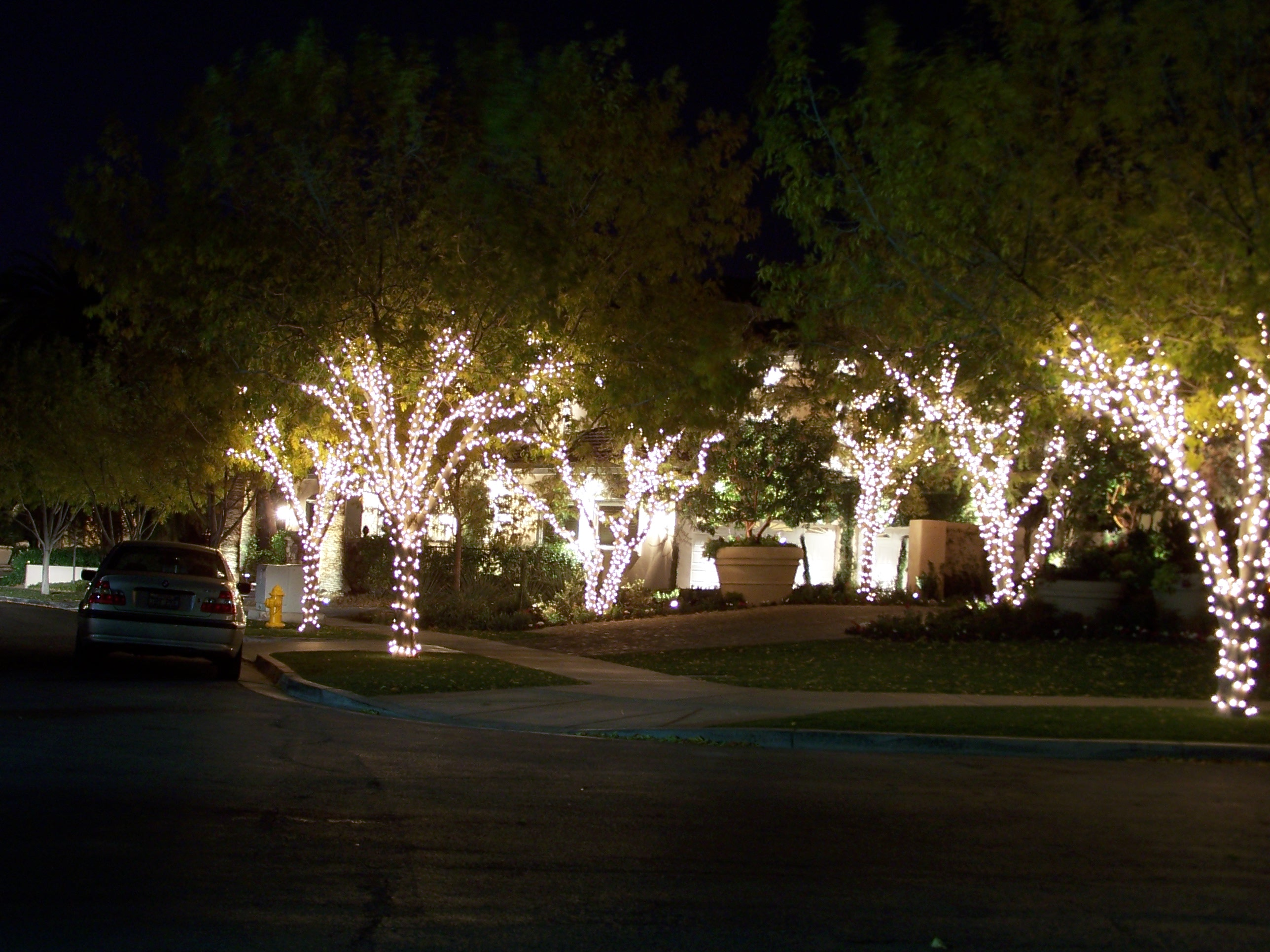 Holiday Illumination is your #1 choice when it comes to providing and installing indoor and outdoor décor.